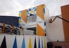 Curro Leyton sigue trabajando en el mural del Palacio