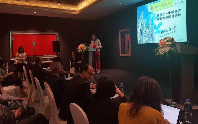 El Gobierno intenta reforzar los lazos turísticos con China