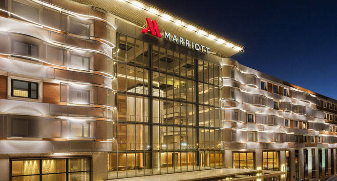 El Madrid Marriott Auditorium presenta su nuevo aspecto en una 'velada mágica'