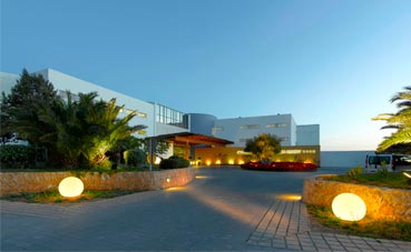 Mercedes-Benz formará a sus empleados en Ibiza