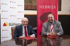 El presidente de la Mesa, Abel Matutes, y el rector de la Universidad, Juan Cayón.