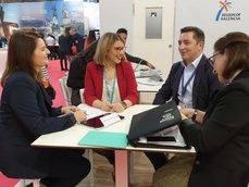 Mari Carmen Sánchez y el director general de Europe Congress, Alain Pallas, en su encuentro en IBTM World.