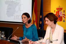 La ministra Reyes Maroto, acompañada de la secretaria de Estado Isabel Oliver.