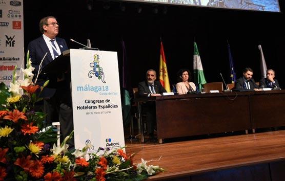Molas ofrece al Gobierno la colaboración de CEHAT para potenciar el turismo