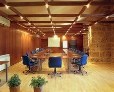 El Monasterio de Piedra dispone de alojamiento, spa y diversos espacios singulares para reuniones y eventos.