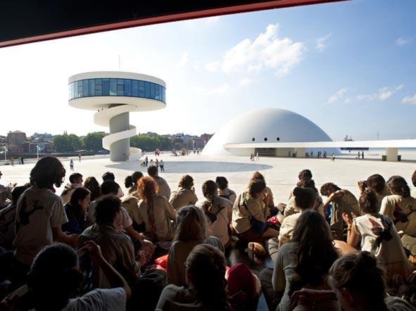 Niemeyer busca profesionales para su equipo técnico
