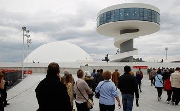 El Centro Niemeyer salda la mitad de su deuda antes de plazo