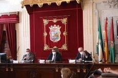 El alcalde Málaga, Antonio De la Torre, junto al secretario general de la OMT, Zurab Pololikashvili, y el CEO de Wanderlust, Antonio Santos Del Valle.
