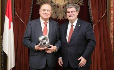 Jon Ortuzar es reconocido como 'Ilustre de Bilbao'