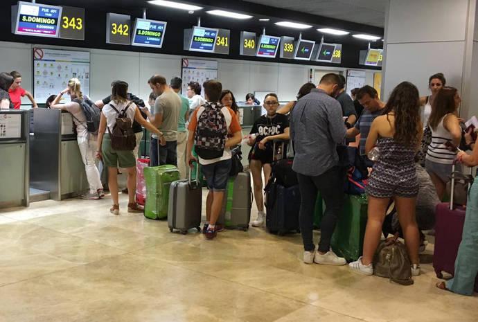 Los pagos de los españoles para viajar al extranjero suben un 20% en el semestre