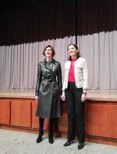 Isabel Oliver y Reyes Maroto en el auditorio del Palacio de Congresos de Madrid.