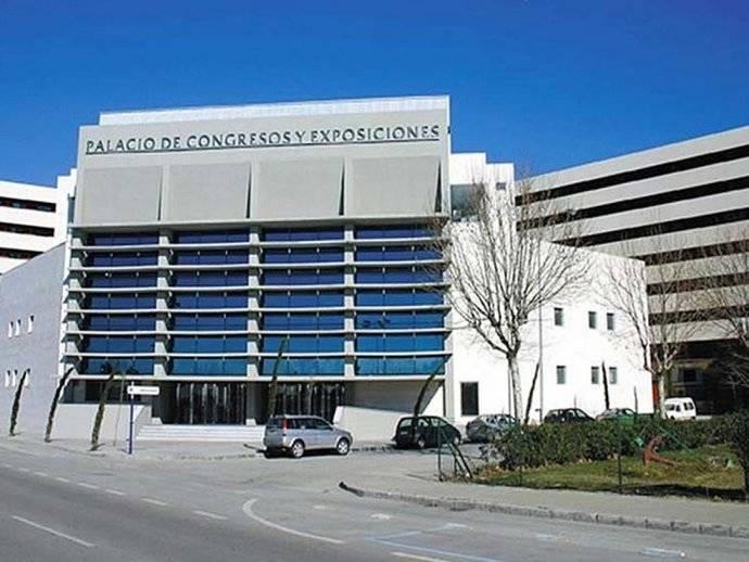 Las salas del Palacio de Congresos de La Línea ya lucen las nuevas placas de cines y teatros linenses
