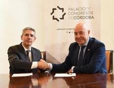 Juan Salado y Ricardo Palazuelos tras firmar el acuerdo de colaboración.