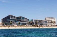 El Palacio de Congresos de Palma y Meliá Palma Bay.