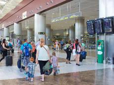 Los turistas gastan una nómina o más durante el verano