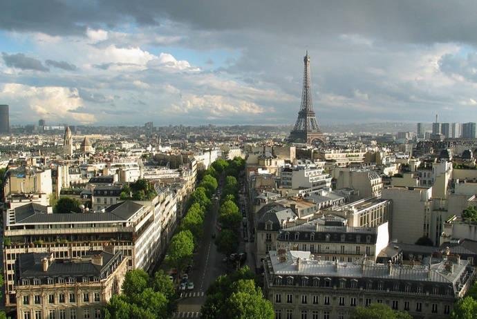 La imagen de París se recupera paulatinamente