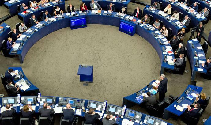 La polémica sobre las políticas antiGDS, a debate en sesión plenaria del Parlamento