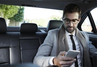 Los coches de taxi y VTC llevarán un solo pasajero
