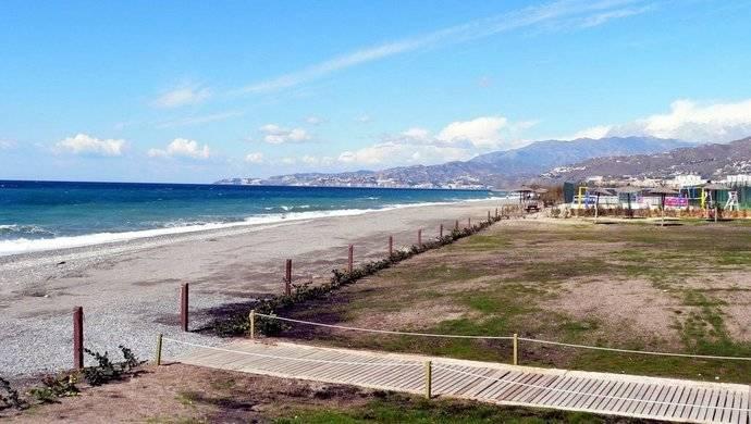 Pese a la incertidumbre, las playas andaluzas se preparan para el verano