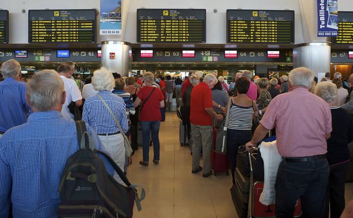 Los españoles viajan menos que la media europea y optan por destinos domésticos