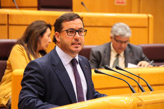 Almodóbar: 'Lo que el PSOE hundió, el PP lo arregló'