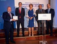 Constantí Serrallonga recoge el premio.