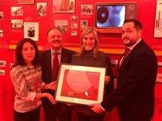 La entrega del premio a Viajes Orzán.