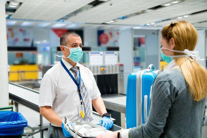 La oposición pide al Gobierno reforzar los protocolos en los aeropuertos