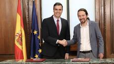 El secretario general del PSOE, Pedro Sánchez, y el secretario general de Podemos, Pablo Iglesias.