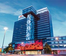 Los hoteles Riu Plaza, premiados por los huéspedes de Booking.com