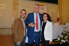 Maria del Mar Pageo, presidenta provincial de Cruz Roja Española en Almería y Francisco Sosa, delegado de Best Hotels en Andalucía Oriental