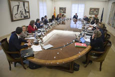 Pedro Sánchez preside la reunión del Consejo de Ministros extraordinario.