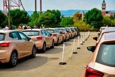 Numerosos Seat Ibiza para probar en las instalaciones de PortAventura.