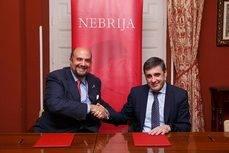 El rector de la Universidad de Nebrija, Juan Cayón, y el presidente de Segittur, Enrique Martínez.