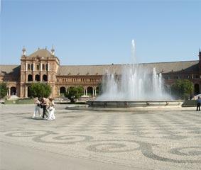 Sevilla, dispuesta a ayudar a las agencias de viajes