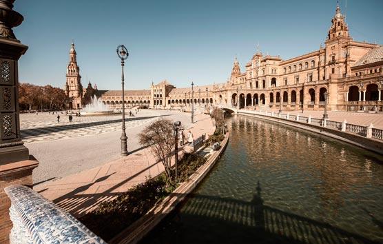 Sevilla inicia los trabajos para definir el plan que reactive el Turismo y el MICE