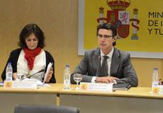 José Manuel Soria e Isabel Borrego, en el último pleno de Conestur.