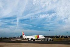 TAP reajustará su oferta de vuelos directos con salida de Oporto.
