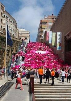 Los asistentes en las escaleras del Palacio de Congresos de Tarragona.