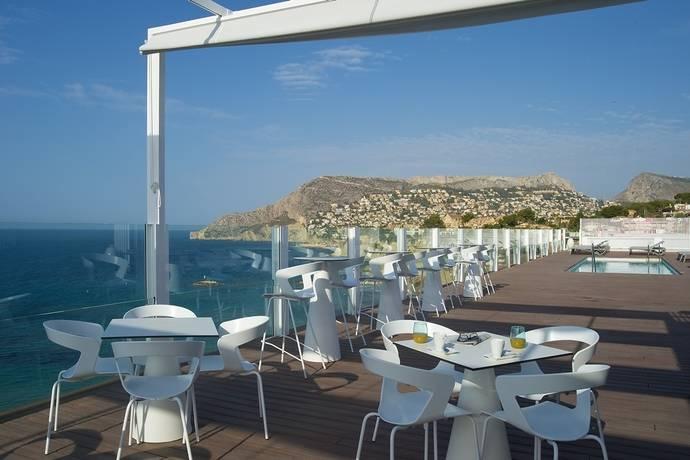El Bahía Calpe reforma su terraza mediterránea