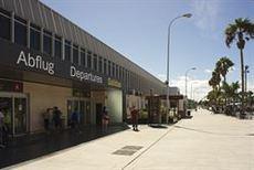 Aeropuerto Tenerife Sur, terminal de salidas.