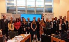 Los representantes de Transfiere 2020 en la sede del Parlamento Europeo.