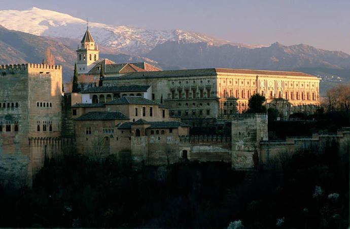 El caótico sistema de reservas de la Alhambra indigna a las agencias de viajes