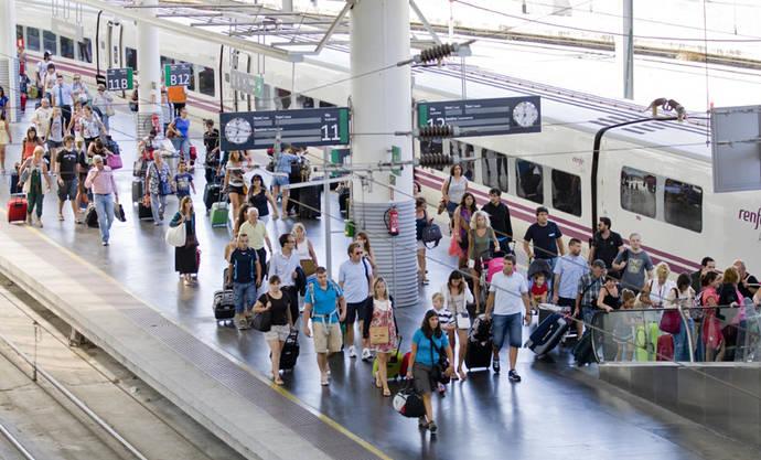 El AVE y la vía aérea crecen con fuerza en el mercado español