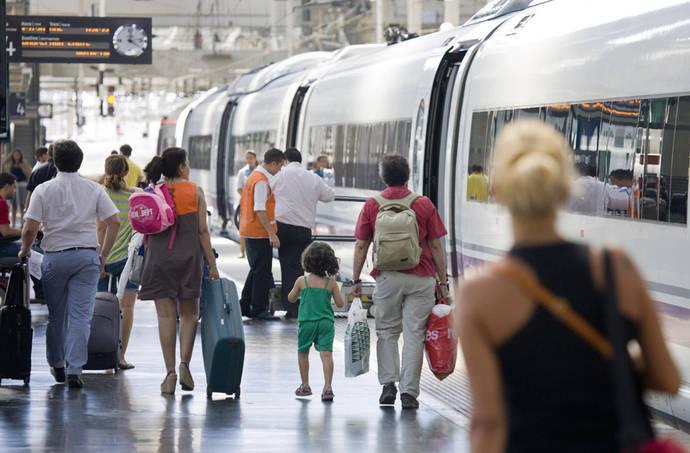 Renfe se alía con Muchoviaje, Booking y Cartrawler para vender servicios turísticos