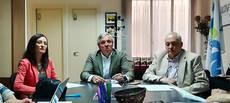 El presidente de UNAV, Carlos Garrido, flanqueado por Marta Rosas y José Luis Méndez.