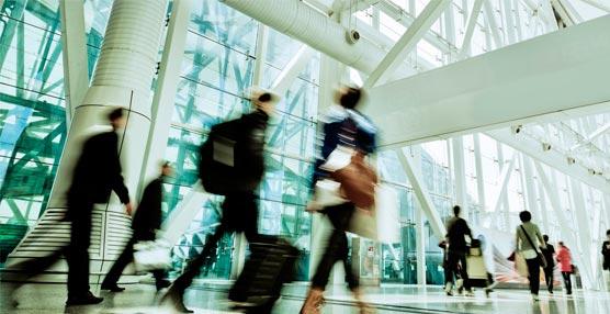 El viajero de negocios realiza actividades de ocio y personales mientras viaja