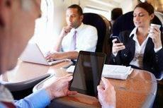 Los 'millennials' hacen un uso intensivo de los dispositivos móviles.