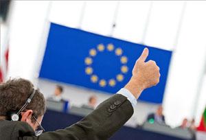 Bruselas amenaza con quitar la exención de visado a los turistas de EE UU y Canadá
