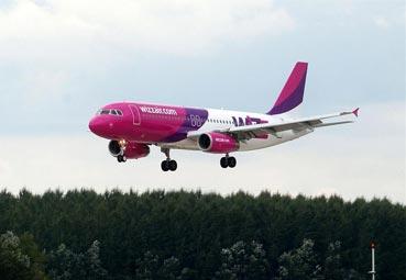 Wizz Air impulsa su nueva política de equipajes